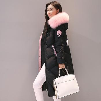 Стилно дълго яке за дамите с качулка и пух и апликация на гърба в няколко цвята
