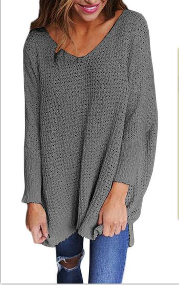 Дълъг дамски пуловер в свободен стил и в различни цветове