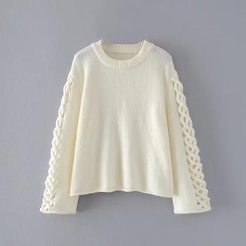 Топъл дамски пуловер в розов и бял цвят с интересни ръкави