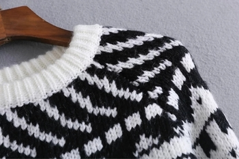Дебел дамски пуловер, подходящ за студените дни