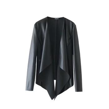 Семпло дамско яке в черен и бежов цвят в свободен модел