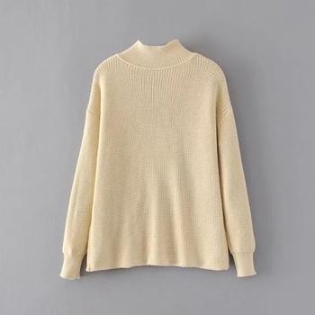 Дамски плетен пуловер с V-образно деколте и поло яка