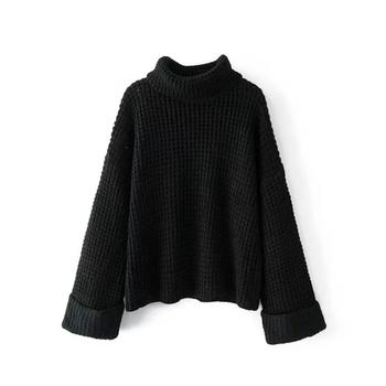 Дамски плетен пуловер в свободен стил с поло яка