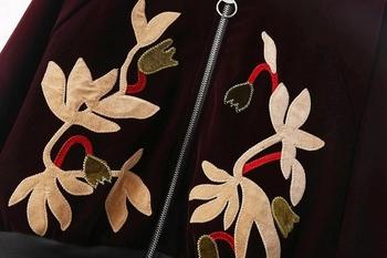 Όμορφο μπουφάν για το φθινοπώρο με κεντήματα