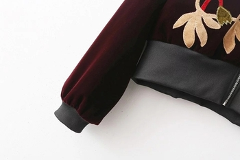 Красиво есенно дамско яке с бродерия