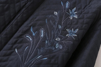 Спортно дамско яке в тъмен цвят с бродерия
