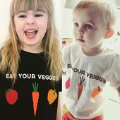 Детска тениска в черен и бял цвят с апликация - унисекс