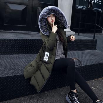 Ένα μοντέρνο μακρύ γυναικείο μπουφάν με κουκούλα σε τέσσερα χρώματα