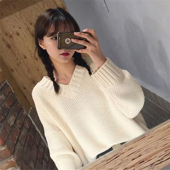 Много топъл дамски пуловер с V-образно деколте