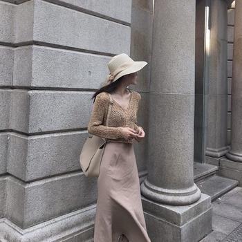 Къс плетен дамски пуловер, подходящ за ежедневие