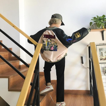 Μοντέρνο μπουφάν με διακοσμητικές εφαρμογές