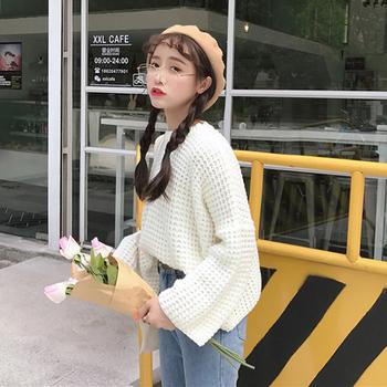 Стилен дамски пуловер в разкроени ръкави в три цвята