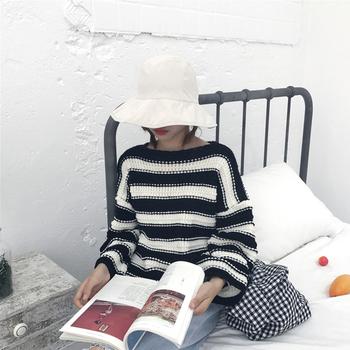 Дамски пуловер в черно-бял цвят