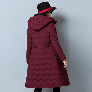 Γυναικεία μακρύ μπουφάν με κολάρο και πολύ πρακτικές μεγάλες τσέπες