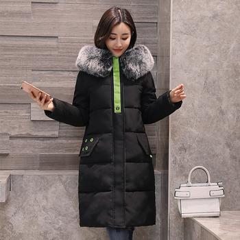 Дълго семпло дамско зимно яке с принт на гърба и мек пух по качулката