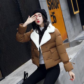 Γυναικείο κοντό μπουφάν με ζεστή μάλλινη επένδυση και μεγάλες τσέπες