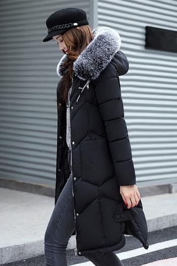 Страхотно дамско дълго яке с интересни големи джобове и практичка пухена качулка