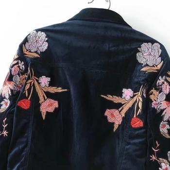 Модерно късо есенно дамско яке с флорална бродерия