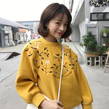 Топъл дамски пуловер в три цвята с бродерия