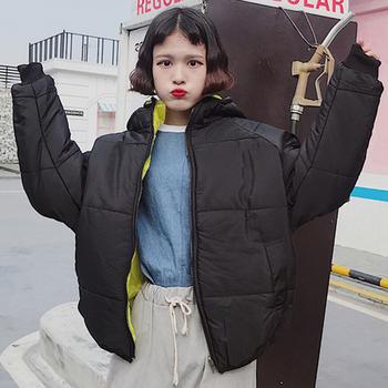 Γυναικείο μπουφάν σε ευρύ σχέδιο με απλό σχεδιασμό