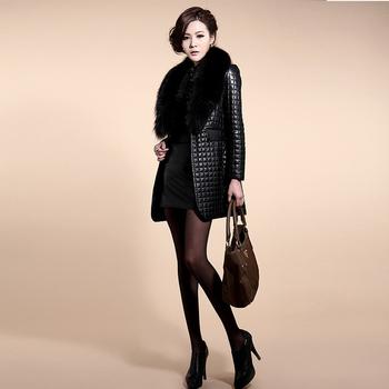 Стилно дълго дамско палто от еко кожа с пух