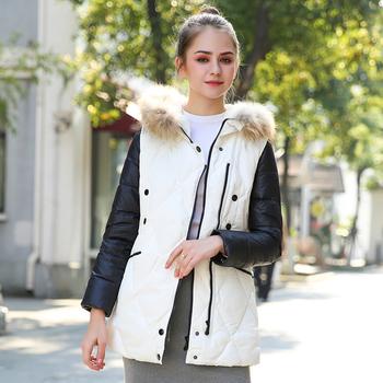 Γυναικείο μπουφάν σε λευκό με μαύρα μανίκια και κουκούλα
