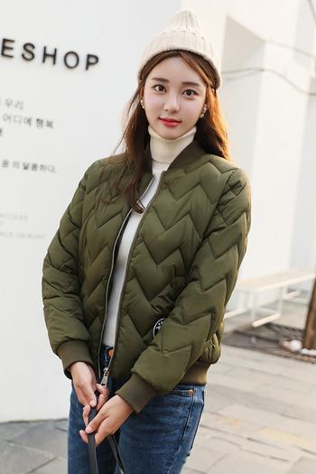 Χειμερινό γυναικείο μπουφάν  σε τέσσερα χρώματα σε ένα απλό μοντέλο