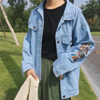 Γυναικείο τζιν μπουφάν με ενδιαφέρουσα εφαρμογή