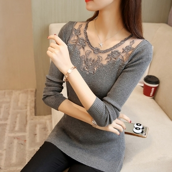 Много красива дамска блуза с дантела и малки камъчета в три цвята