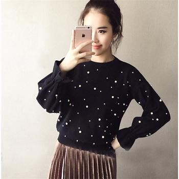 Много красив пуловер с пайети отпред и и интересни ръкави отдолу